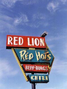 'Red Lion' Neon Sign: Grand Rapids, Michigan / photo by RickM2007