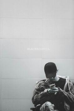 White tiles, a black figure My entire colour ♥ Chanyeol Cute, Park Chanyeol Exo, Kpop Exo, Kyungsoo, Kokobop Exo, Exo Lockscreen, Black Figure, Exo Korean, Kim Jongdae