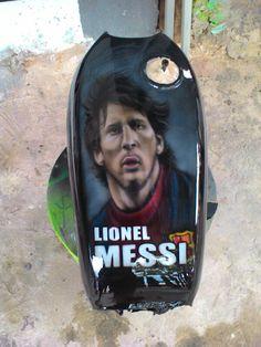 airbrush Lionel messi on honda cb fuel tank