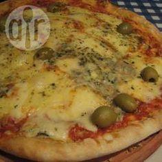 Pizza de mozzarella y roquefort @ allrecipes.com.ar