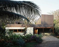 Copper House II by Studio Mumbai   http://www.yellowtrace.com.au/studio-mumbai-copper-house-ii/