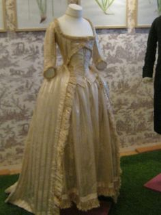 Zone-style striped silk & muslin dress with curled fringe, French, c. 1780s. Musée de Jouy.