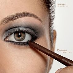 Para um delineado mais preciso, use Lápis Retrátil em vez do Lápis Para Olhos. #dicas #maquiagem #lapis #olhos