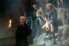 Still of Kiefer Sutherland, Brooke McCarter, Alex Winter and Billy Wirth in The Lost Boys (1987) http://www.movpins.com/dHQwMDkzNDM3/the-lost-boys-(1987)/still-407163648