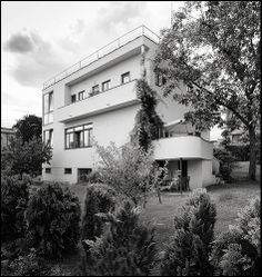 Zdeněk Blažek @ House Lužná [1932] | BaBa # 16 Prague, Art Nouveau, Villa, Streamline Moderne, Interior Architecture, Interior Design, Dream Bedroom, Bauhaus, House Styles