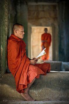 """""""Estamos conectados. Esto es nuestra naturaleza primordial. La sensación de nuestra individualidad aislada es de hecho una ilusión. Podemos ser únicos. Podemos tener nuestro propio destino por cumplir que no es de nadie más. Pero estamos íntimamente entretejidos en una tela mayor y en el flujo del universo de una manera que nuestra mente nunca llegará a entender"""" – Sat Nam"""