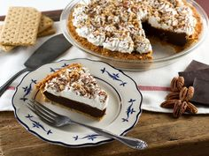 Chocolate Icebox Pie - Learn to make Chocolate Icebox Pie topped with whipped cream and nuts from the vintage cookbook, Recipes from Old Virginia. Icebox Desserts, Icebox Cake Recipes, Tart Recipes, Cheesecake Recipes, No Bake Desserts, Just Desserts, Delicious Desserts, Dessert Recipes, Yummy Food
