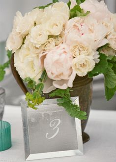 White Centerpiece // Aaron Delesie Photographer // San Ysidro Ranch // Planning: Lisa Vorce at Oh, How Charming!