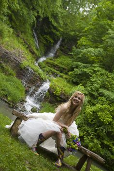 This bride just used the rain as an opportunity to show her style at Dogwood Canyon