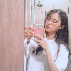 ulzzang girl 🍑 uploaded by isadora 🌵 on We Heart It Ulzzang Korean Girl, Cute Korean Girl, Ulzzang Couple, Asian Girl, Tumblr Bad, Tumblr Girls, Korean Aesthetic, Aesthetic Girl, Ulzzang Glasses