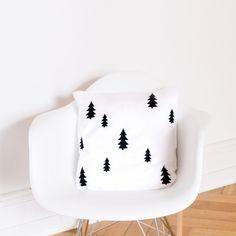 Kissen Weihnachten Tannen - Eulenschnitt Cushions, Pillows, Sweet Home, Diy, Home Decor, Lovely Things, Sofa, Interiors, Image