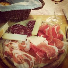 """The perfect tagliere: prosciutto and more delicacies from Parma"" - Instagram by style_nouveau_blog"