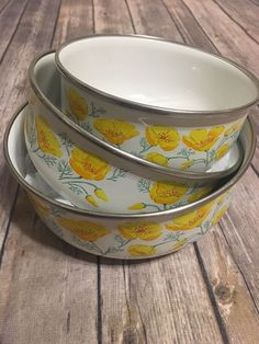 3 Vintage Kobe Kitchen mixing/nesting/serving bowls. Beautiful yellow flower print. Made in Japan ****Welcome to RoarkCreative! Thank you so much for stopping by and checking out our listings. We strive to pick the best and cutest items to keep you creative and stylish. Everything is in a condition we personally would want to wear or see worn with minimal signs of use. Our goal is happy customers so if there's anything we could do please contact us. Have a blessed day!*** *If you ar...