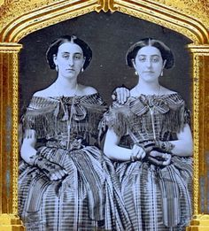 FABULOUS-1-6-PLATE-DAGUERREOTYPE-OF-SISTERS-IN-IDENTICAL-DRESSES-VERY-FANCY-MAT