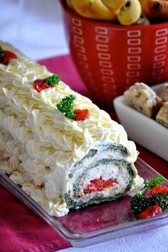 Rolat od spinata i pecene paprike (Cooking by Mirjana Savory Pastry, Savoury Cake, Amazing Food Decoration, Sweet Recipes, Cake Recipes, Serbian Recipes, Finger Foods, Appetizers, Cooking Recipes