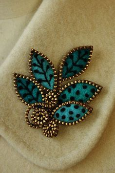 Turquoise felt & zipper jewelry pin brooch - inspiration....