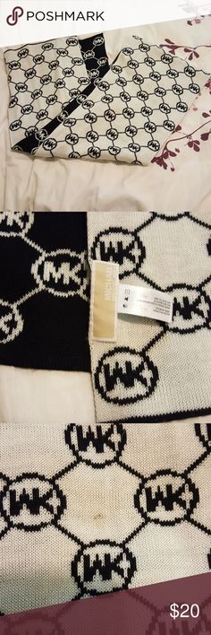 Michael Kors scarf Black and white, great condition! Tiny stain. Michael Kors Accessories Scarves & Wraps