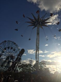 Coney island. 🎡 #fashion #style #photography #coneyisland #wonderwheel #sunset #brooklyn #summer2017 #newyork #america #madebyme