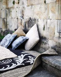 Adding Pizzaz to Your Yard with Outdoor Rugs and Pillows - Home & Garden Urban Industrial, Industrial Interiors, Industrial Style, Rustic Wall Decor, Country Decor, Trend Board, Sweet Home, Cement Walls, Hearth And Home