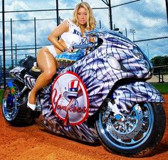 50 Babes of the New York Yankees fan base want to support Robinson Cano, the captain of National League in the 2013 Chevrolet Home Run Derby. Custom Street Bikes, Custom Sport Bikes, Motorbike Girl, Motorcycle Bike, Biker Chick, Biker Girl, Motos Sexy, Moto Biker, Hot Rides