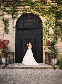 Elegant garden wedding ideas ~ Ozzy Garcia Photography - Wedding Sparrow