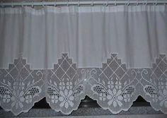 Como consigo ter o mapa para fazer esta cortina? Crochet Tablecloth Pattern, Crochet Curtains, Crochet Doilies, Crochet Lace, Filet Crochet, Crochet Borders, Crochet Patterns, Crochet Minecraft, Chocolate Decorations