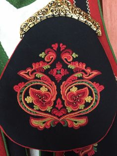 Vest-Telemarksbunad til salgs Bead Embroidery Patterns, Folk Embroidery, Beaded Embroidery, Machine Embroidery, Embroidery Designs, Scandinavian Embroidery, Scandinavian Folk Art, Rosemaling Pattern, Nordic Vikings