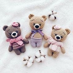 Little bears amigurumi Everyone needs a little crochet bear. Here is a free teddy bear amigurumi pattern to make a cute toy. Crochet Bear Patterns, Amigurumi Patterns, Amigurumi Doll, Crochet Animals, Crochet Ideas, Crochet Cats, Crochet Easter, Cute Crochet, Crochet Dolls