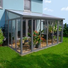 Transform your garden patio area with a sophisticated aluminum framed glass veranda. Polycarbonate Roof Panels, Pergola Aluminium, Garden Buildings, Garden Structures, Acrylic Wall Panels, Lean To Conservatory, Glass Conservatory, Enclosed Gazebo, Lean To Greenhouse
