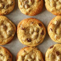 Die besten amerikanischen Chocolate Chip Cookies - Living on Cookies Cinnabon, Frozen Cookies, No Bake Cookies, American Chocolate Chip Cookies, Lemon Zucchini Muffins, Make Brown Sugar, Brown Butter Frosting, Ginger Molasses Cookies, Big Cookie