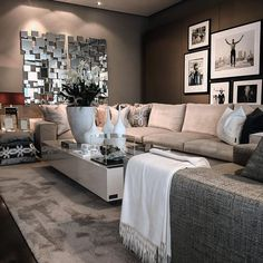 Belgium / Antwerpen / Show Room / Living Room / Coffee Table Avalon / Ron Galella / Eric Kuster / Metropolitan Luxury
