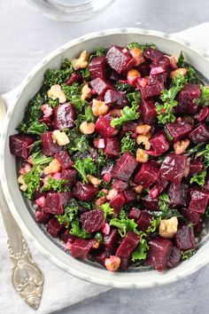 Detox Kale and Beet Salad. This kale and beet salad is chock-full of healthy nutrients. It's made with super foods such as beets kale walnuts garlic and olive oil. Garlic Salad Recipe, Beet Salad Recipes, Raw Food Recipes, Veggie Recipes, Fall Recipes, Cooking Recipes, Healthy Recipes, Vegetarian Recipes, Healthy Foods