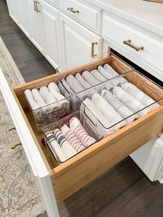 My previous kitchen organization was lacking a few solutions; therefore, I decided to create a solution that could be easily sustained. Kitchen Organization Pantry, Home Organization Hacks, Kitchen Storage, Kitchen Decor, Organizing, The Home Edit, Küchen Design, Home Remodeling, Home Kitchens