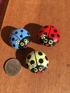 Rock ladybugs by rockartplus on etsy раскрашенные камни. Rock Painting Patterns, Rock Painting Ideas Easy, Rock Painting Designs, Paint Designs, Rock Painting Kids, Painted Rock Animals, Painted Rocks Craft, Hand Painted Rocks, Lady Bug Painted Rocks