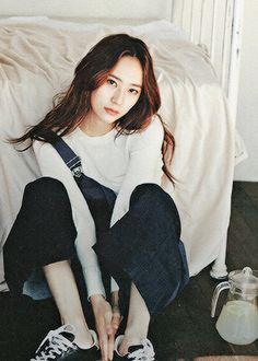 krystal jung f(x) - she longs for playgrounds, bruised knees, free spirited smiles and innocent kisses. Krystal Jung, Jessica & Krystal, Sulli, Kpop Girl Groups, Kpop Girls, Korean Girl, Asian Girl, Fashion Brand, Girl Fashion