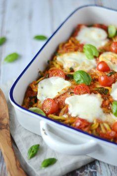 Courgette pasta uit de oven met kaas en tomaat