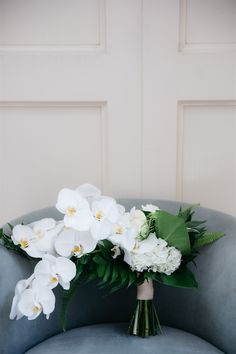Many bride-to-bes might know the wedding event flower they want in their own bouquet, however are a little mystified about the remainder of the wedding event flowers needed to submit the ceremony and reception. White Orchid Bouquet, Orchid Bouquet Wedding, Tropical Wedding Bouquets, Wedding Flower Guide, White Wedding Bouquets, Bride Bouquets, Bridal Flowers, Floral Wedding, Tropical Wedding Centerpieces