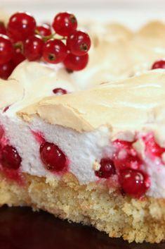 Ein (Spät)-Sommertraum – Johannisbeer-Baiser Torte Malu's Delicacies – A (Late) Summer Dream: Currant-meringue pie No Bake Desserts, Just Desserts, Cake Cookies, Cupcake Cakes, Baking Recipes, Cake Recipes, Meringue Cake, German Cake, Cake & Co