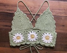 Débardeurs Au Crochet, Crochet Daisy, Crochet Halter Tops, Crochet Bikini Top, Crochet Blouse, Cute Crochet, Crochet Crafts, Yarn Crafts, Crochet Projects
