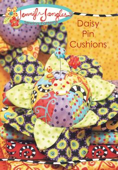 Two different styles of pin cushions will brighten you sewing room any day of the year. As a bonus you get full instructions to make these fun standing flowers. What a great gift for teachers, kids, o Fabric Crafts, Sewing Crafts, Sewing Projects, Quilt Patterns, Sewing Patterns, Pincushion Patterns, Art Fil, Great Teacher Gifts, Needle Book