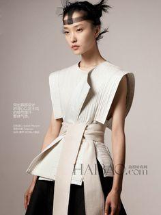 Du Juan, Chinese model, by Daniel Jackson for VOGUE China February Foto Fashion, Asian Fashion, High Fashion, Fashion Show, Fashion Outfits, Feminine Fashion, Korea Fashion, India Fashion, Street Fashion