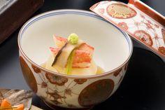 椀物  :  料理を華やかに飾る器にもこだわっております。