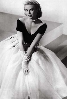 'Rear Window' designed by Edith Head 1954 worn by Grace Kelly. Dream dress for a fairy tale princess !