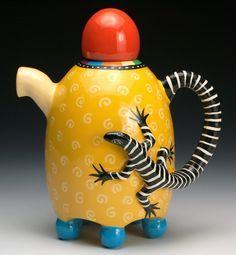 Yellow Lizard Teapot by Lisa Scroggins (Ceramic Teapot) Pottery Teapots, Ceramic Teapots, Ceramic Pottery, Ceramic Art, Ceramic Design, Teapots Unique, Keramik Vase, Tea Pot Set, Teapots And Cups