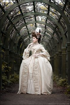 courtroyale:    An 18th century inspired photoshoot. I love the grace and poise of the model and that marvelous cream colored gown!
