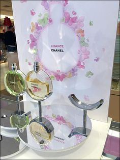 What better way to tailor your display than this Chanel Fragrance Cradle on a Pedestal . a chromed custom cradle that matches the curves of the product? Pop Display, Display Design, Display Showcase, Exhibition Booth Design, Exhibition Stands, Exhibit Design, Cosmetic Display, Makeup Display, Print Advertising