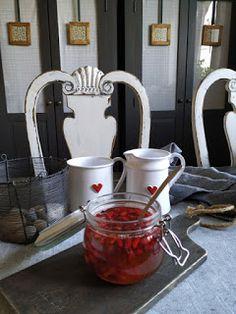 PASTU domov: Šípky v medu Coffee Maker, Beer, Kitchen Appliances, Mugs, Tableware, Coffee Maker Machine, Root Beer, Diy Kitchen Appliances, Coffee Percolator