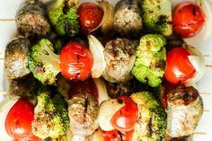 Szaszłyki z włoską kiełbasą i warzywami Sprouts, Vegetables, Food, Essen, Vegetable Recipes, Meals, Yemek, Veggies, Eten