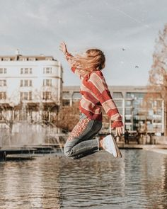 """76 Likes, 8 Comments - Sarah Mantelin (@sarahmantelin) on Instagram: """"Jumping with excitement in my @anthropologie jeans because it's snowing so much in London at the…"""""""