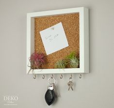 DIY: cool key board with pin board made of picture frames - DIY: cooles Schlüsselboard mit Pinnwand aus Bilderrahmen DIY: cool key board with pin board made - Diy Jewelry Unique, Diy Jewelry To Sell, Diy Jewelry Holder, Diy Jewelry Making, Cadre Photo Diy, Diy Photo, Cadre Diy, Upcycled Home Decor, Upcycled Crafts